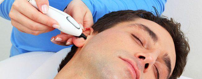 удаление волос в ушах